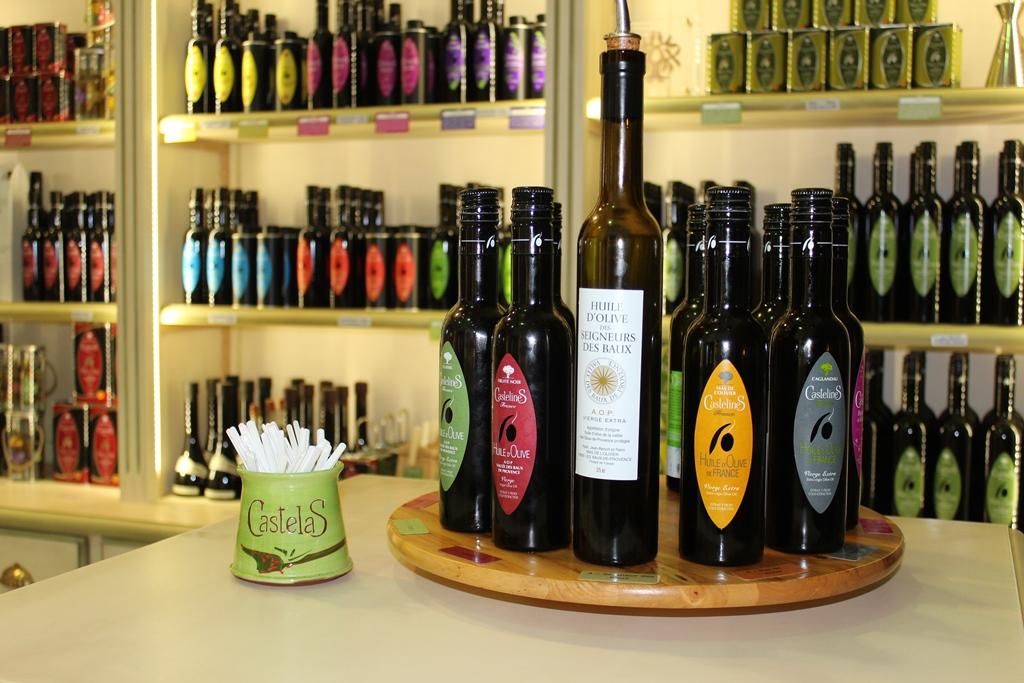 Moulin castelas huile d 39 olive aop de la vall e des baux for Huile d olive salon de provence